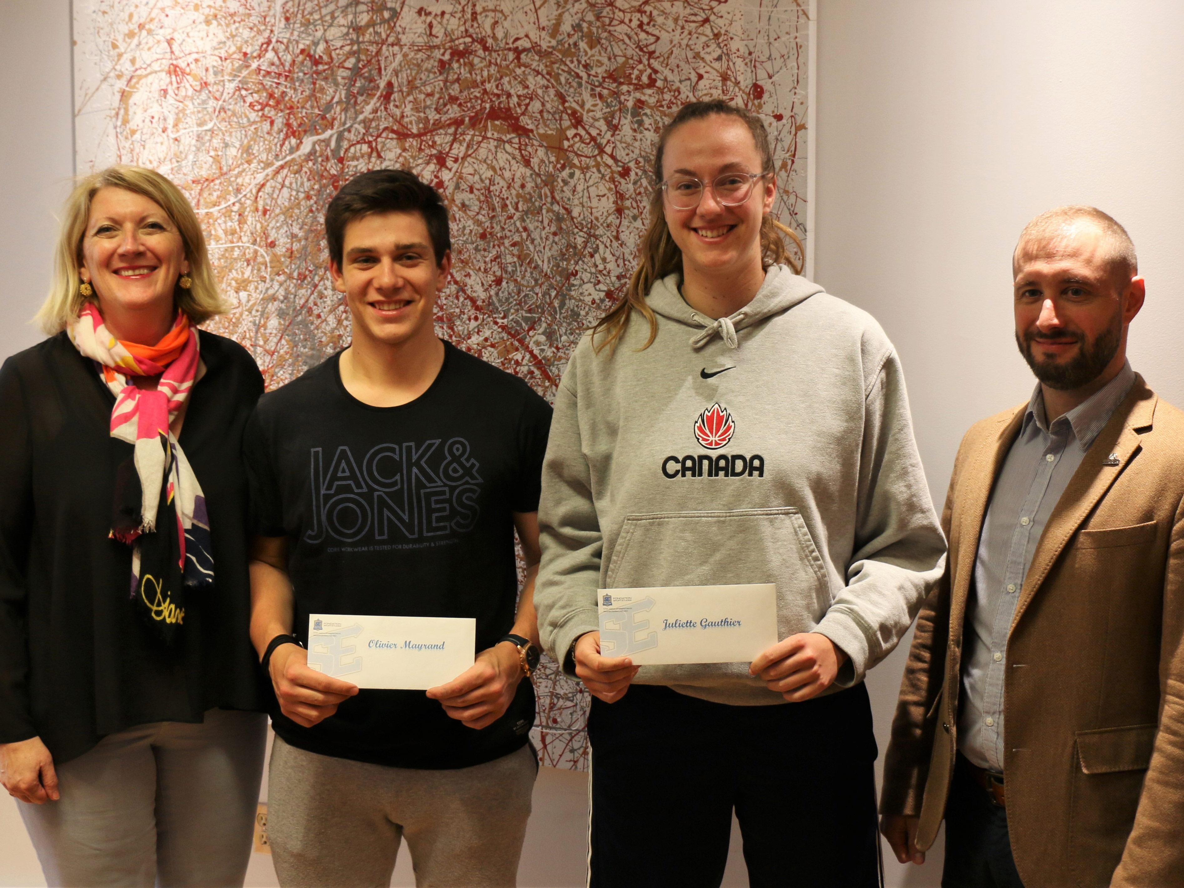 Deux étudiants en Sciences humaines, Olivier Mayrand, athlète de baseball et Juliette Gauthier, athlète de basketball, ont obtenu une bourse d'excellence de l'Alliance Sport-Études.