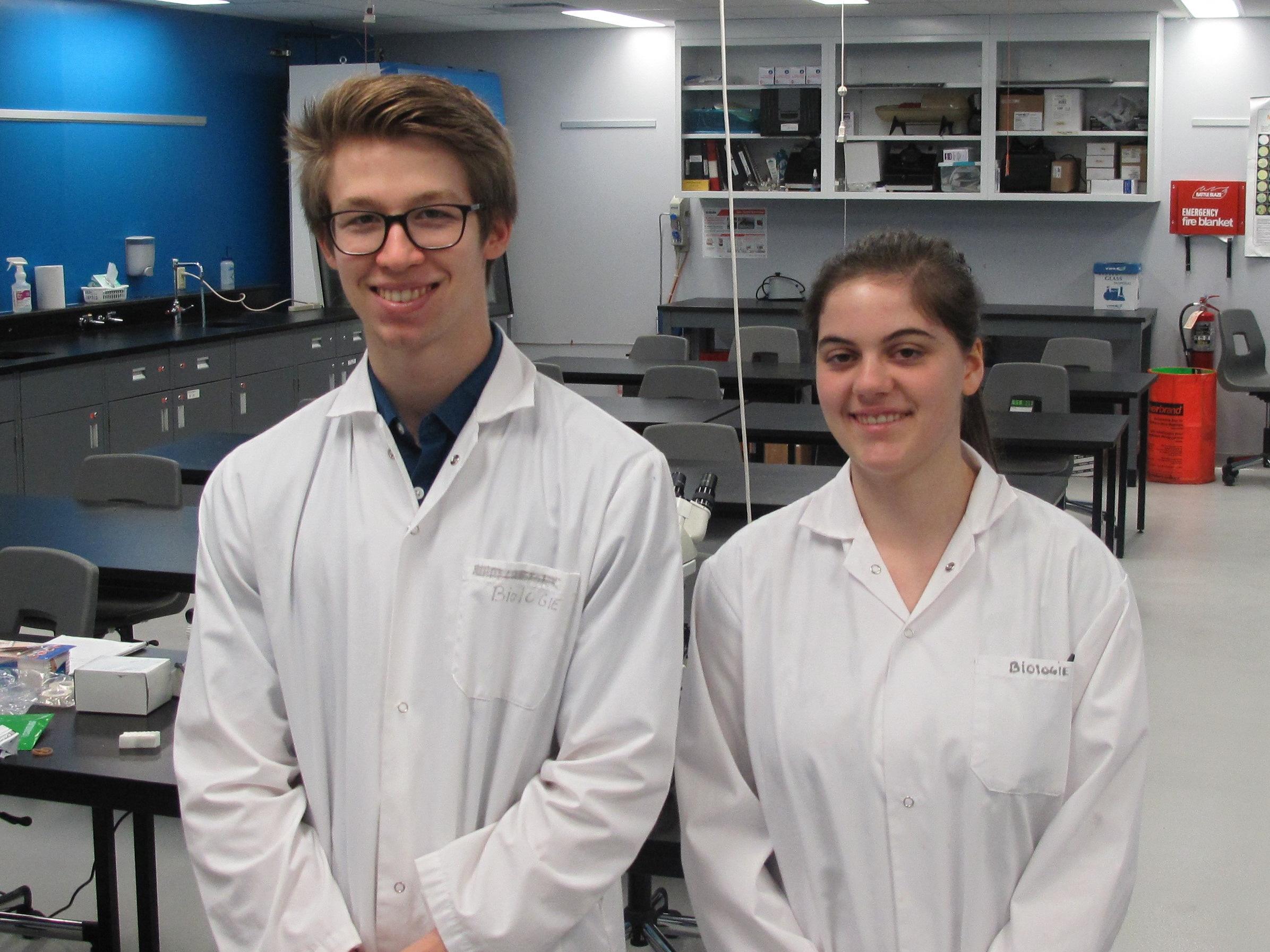 Victor Patenaude et de Katarina Bleau, étudiants en Sciences de la nature, ont reçu une Bourse de stages d'été en recherche du Fonds de recherche du Québec Nature et technologies (FRQNT).