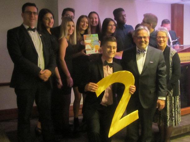 Les étudiants en Gestion de commerces et en Techniques de comptabilité et de gestion ont obtenu trois prix lors de la 20e Foire canadienne des entreprises d'entraînement: deux prix en commercialisation et un en service à la clientèle.
